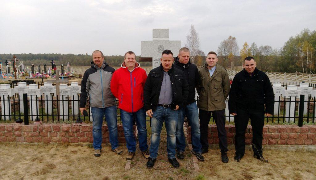 PRACE PORZĄDKOWE CZŁONKÓW ZARZĄDU TERENOWEGO WE WŁODAWIE W MIELNIKACH NA UKRAINIE