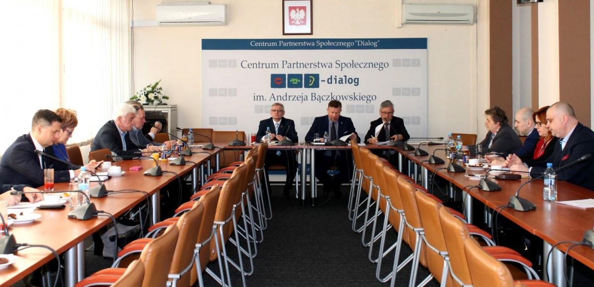 Posiedzenie Podzespołu problemowego ds. służb mundurowych Rady Dialogu Społecznego pod przewodnictwem Mariusza Tyla