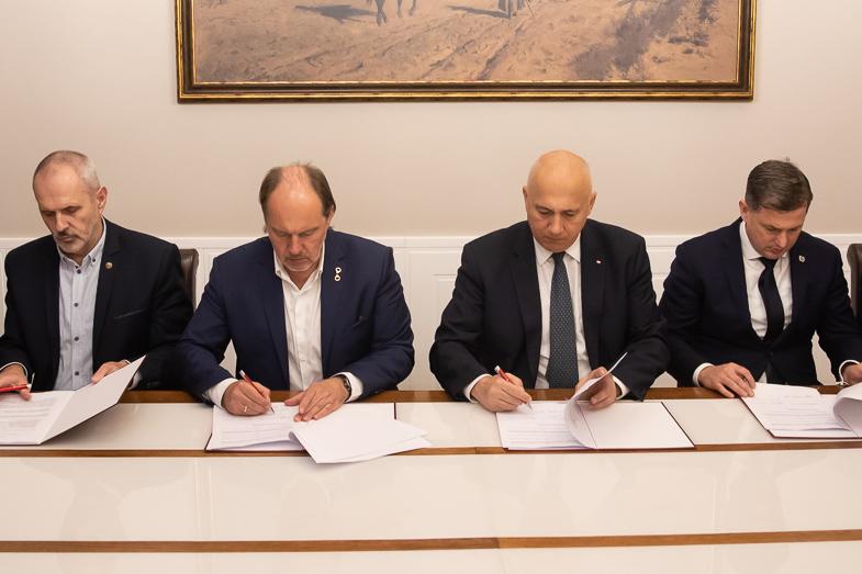 Porozumienie MSWiA i związków zawodowych funkcjonariuszy podpisane