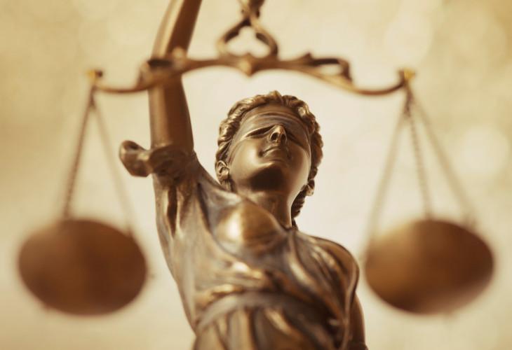 Opinia prawna przygotowana na zlecenie ZG NSZZ FSG dot. ekwiwalentów za niewykorzystany urlop i czas wolny od służby z aktami wyższego rzędu.