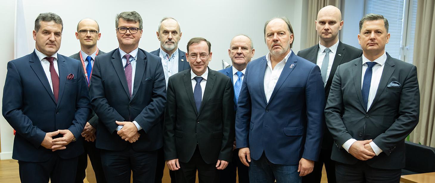 Minister Mariusz Kamiński wraz z wiceministrem Maciejem Wąsikiem spotkali się z przedstawicielami z Federacji Związków Zawodowych Służb Mundurowych